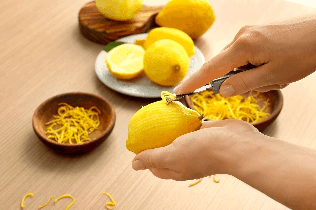 Lemon, one of the natural remedies for roaches